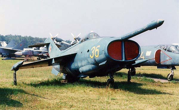http://www.airwar.ru/image/idop/attack/yak36/yak36-7.jpg