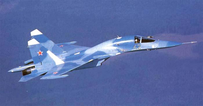 Су-27ИБ, у Су-34 хвостовая балка больше, двойные колёсные...