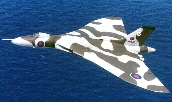 Avro Vulcan B.2 над морем