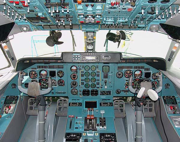 Кабина пилотов Ан-140-100