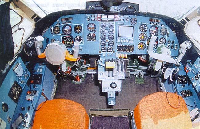 Ан-38-200 предназначен для перевозки на местных авиалиниях 27 пассажиров или 2,8 тонн груза со скоростью 380 км/час.
