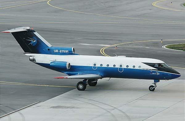 ЯК-42 - пассажирский самолет для авиалиний малой протяженности.  Этот лайнер был разработан, когда потребовалась...