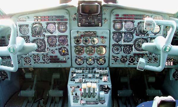 Кабина пилотов Як-40