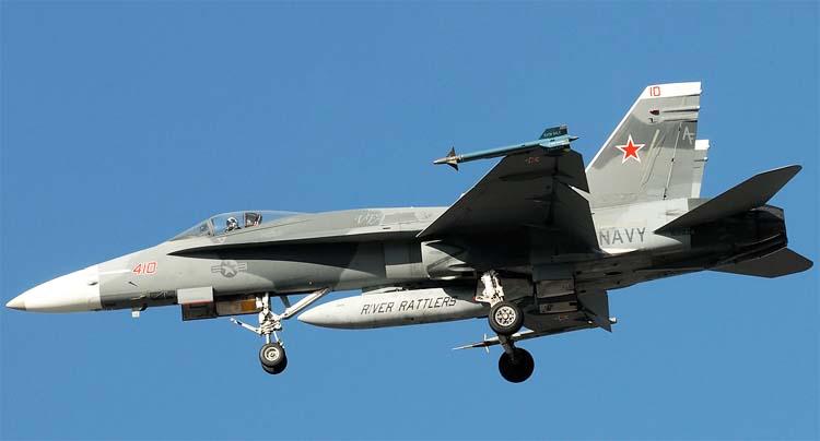 http://www.airwar.ru/image/idop/fighter/f18a/f18a-4.jpg