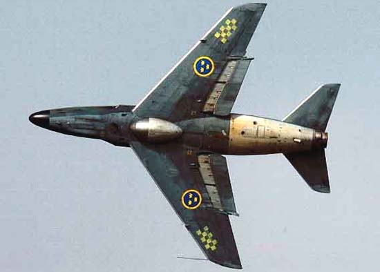 """瑞典萨伯32""""长矛""""战斗机"""