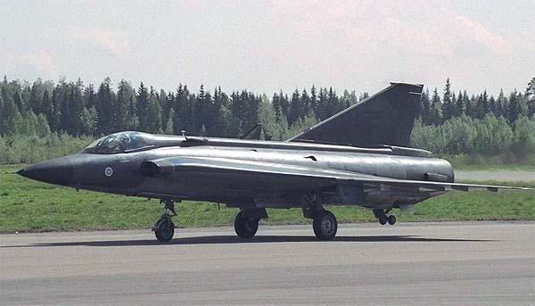 """瑞典萨伯J35""""龙""""战斗机"""