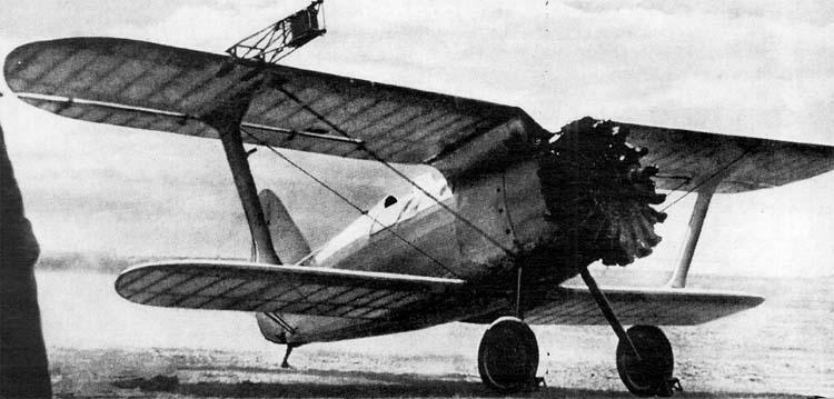 На втором фото - истребитель с той самой не совсем удачной гермокабиной.  Осенью 1937 г. Вот архивные фото...