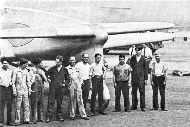 Разработчики на фоне FT-9