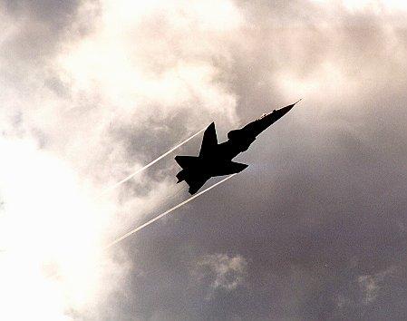 """Су-47  """"Беркут """" - экспериментальный многоцелевой истребитель."""